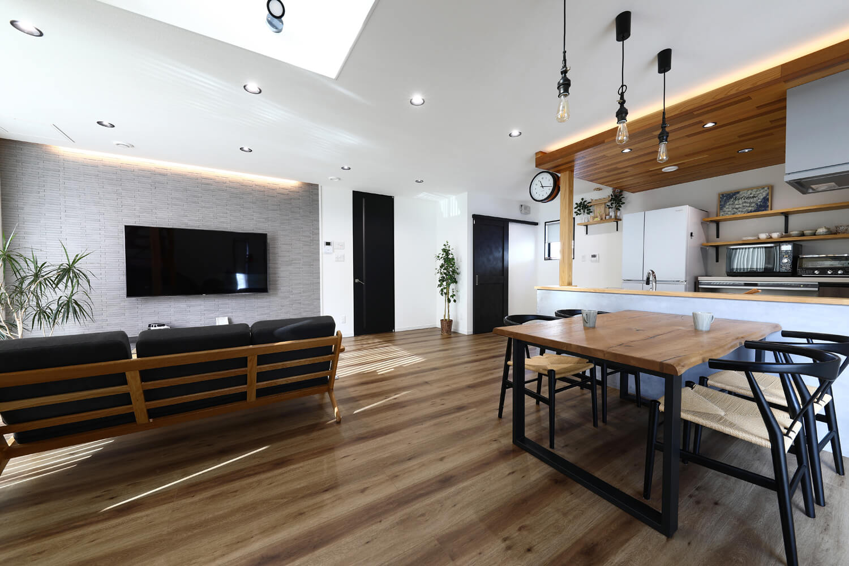 Matte black ガルバの家の画像